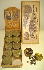 1903 Washburne's OK Paper Fasteners containers in box.jpg (27291 bytes)
