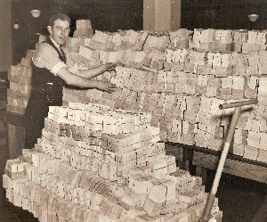 1937 Social Security Records Await Filing Baltimore OM.jpg (63282 bytes)
