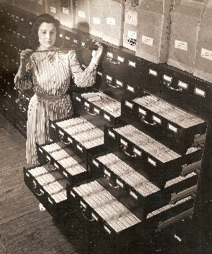 1940 Mrs Evelyn Schlachman Roll of Recordate Film Social Security Office OM.jpg (39238 bytes)